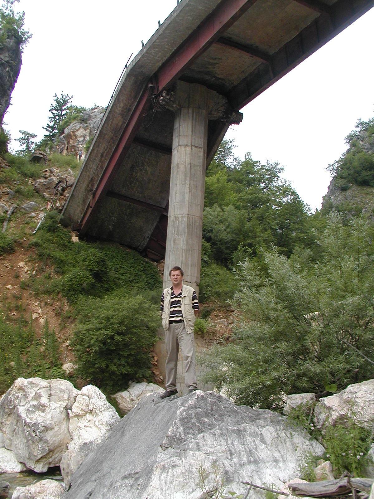 """""""Valja nama preko…"""" Poslije čitanja knjige najvećeg graditelja mostova u bivšoj Jugoslaviji Stanka Šrama, odustao sam od prvobitne namjene da pišem o objektima visokogradnje, pa sam izabrao mostove. Promocija knjige Mladena Glibića biti će održana u petak 10. juna u 12:30h u amfiteatru Građevinskog fakulteta Sveučilišta u Mostaru. Promotori knjige […]"""