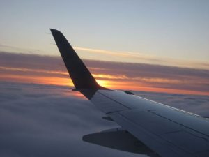 Plane_wing_at_sunset