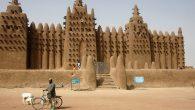 Tradicionalna afrička arhitektura, naročito u subsaharskoj Africi, nije profitirala od renesanse i polako je gubila dopadljivost širom kontinenta. Unatoč visokom utjecaju predkolonijalnog doba, nije se uspjela razviti izvan grubih zemljanih zidova i slamnatih krova; iz tog razloga je ostala neatraktivna vlasnicima kuća koji su je često povezivalisa siromaštvom. Slijedom toga, […]