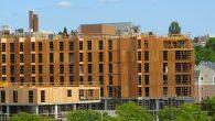 Tehnologija stalno mijenja arhitekturu. Kada su se prije gotovo 150 godina razvili čelik i liftovi, pojavili su se neboderi; kada je drvo postalo industrijski rezano na precizne veličine, lagana drvena okvirna konstrukcija postala je jeftinija i jednostavnija za gradnju od drvenih skeletnih sistema. Slično tome, prostorno uređenje uvijek je utjecalo […]