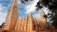 Zapadna Afrika udomljava nevjerojatne džamije od blata. Najveća je u historijskom gradiću Djennéu , koji se nalazi u unutrašnjem porječju Nigera, a datira još iz 13. stoljeća. Širom svijeta mjesta bogoslužja, crkve, sinagoge, džamije i hramovi pružili su arhitektima mogućnost stvaranja raznovrsnih, veličanstvenih i čudesnih građevina. Gdje god religija postoji, […]