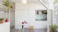 Kada arhitekturi malog obima pristupamo s rješenjima koja trebaju biti učinkovita za ograničeni prostor, arhitekti moraju uključiti određene elemente od vitalne važnosti kako bi se omogućila fleksibilnost i kretanje u prostorima i namještaju. U malim stanovima posebno je bitna fleksibilnost koju pružaju stolarska rješenja, omogućujući svakoj površini višestruku upotrebu, poput […]
