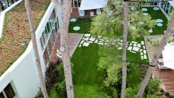 Predstavlja zelenu oazu u urbanom okolišu koja pozitivno utječe na mikroklimu i osjećaj stanara, kao i na temperaturnu stabilnost krova. Površina zelenog (ili bolje rečeno ozelenjenog) krova zasađena je biljkama raznih vrsta i veličina. Izvođenje zelenog ravnog krova danas predstavlja moderan način razmišljanja i korak bliže održivoj životnoj sredini, što […]